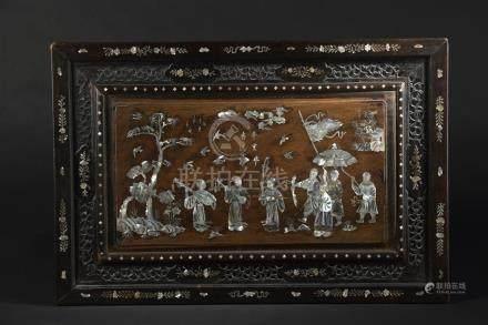 Panneau en bois et incrustations de nacreTonkin, 1911Rectangulaire, à décor de