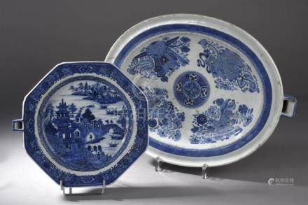 Deux chauffe-plats en porcelaine bleu blancChine, XIXe siècleLe premier octogon