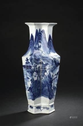Vase en porcelaine bleu blancChine, XIXe siècleEn forme de double vase losangé