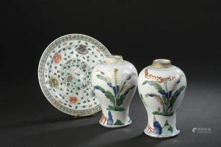 Paire de vases en porcelaine wucaiChine, Transition, XVIIe siècleDe forme balus