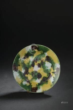 Coupe en porcelaine arlequinChine, époque Kangxi (1662-1722)Reposant sur un pet