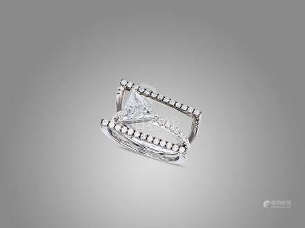 1.07卡拉三角形鑽石配鑽石戒指鑲18K黑金