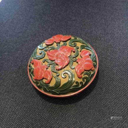 剔彩花卉香盒
