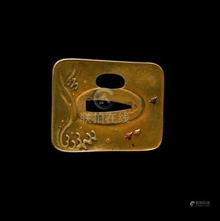 JAPON - Epoque MEIJI (1868 - 1912)Cho hokkei gata en sentoku à décor ciselé et
