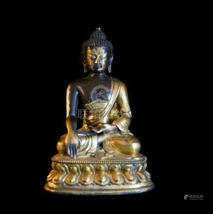 TIBET - Fin XVIIIe siècleStatuette en bronze doré de bouddha assis en padmasana