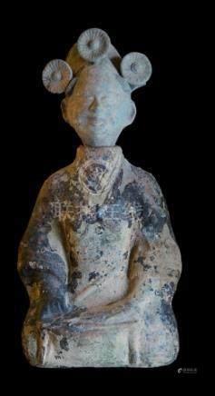 CHINE, Sichuan - Epoque HAN  (206 av. JC - 220 ap. JC)Statuette de dame de cour