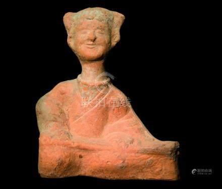 CHINE, Sichuan - Epoque HAN  (206 av. JC - 220 ap. JC)Statuette de joueuse de g