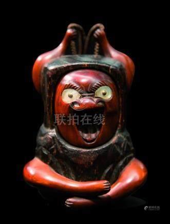 JAPON - Epoque MEIJI (1868 - 1912)Tonkotsu en bois en forme de Daruma assis s'é