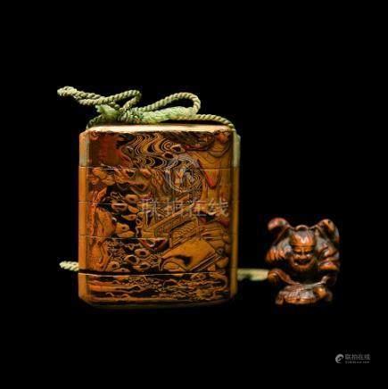 JAPON - Epoque EDO (1603 - 1868)Inro à quatre cases en laque noire décoré en hi