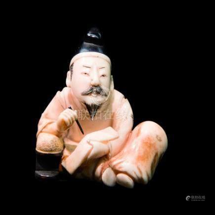 JAPON - Epoque MEIJI (1868 - 1912)Netsuke en ivoire marin incrusté de nacre, On