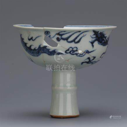 CHINESE PORCELAIN BLUE AND WHITE DRAGON STEM CUP