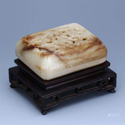 CHINESE WHITE JADE PIERCED CARVED LINGCHI SQUARE BOX WITH ROSEWOOD STAND