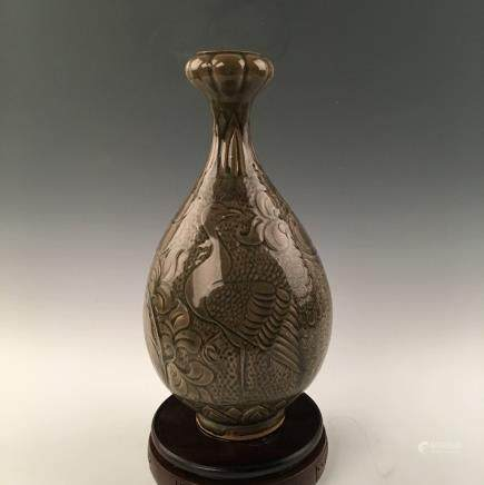 Chinese Celadon Glazed  Bird Garlic Vase