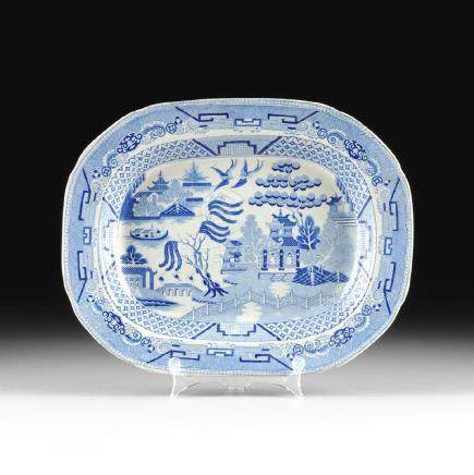 A VINTAGE BLUE AND WHITE TRANSFER DECORATED PLATTER,