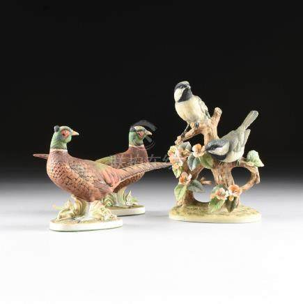 A GROUP OF THREE JAPANESE POLYCHROME PAINTED PORCELAIN
