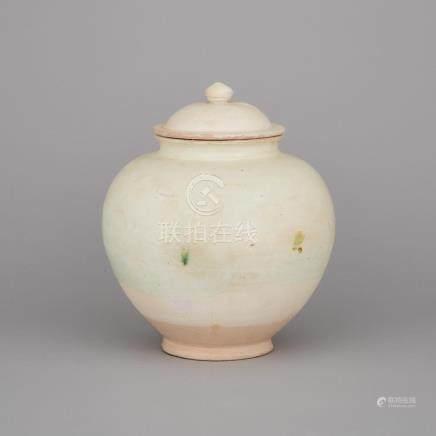 A White Glazed Lidded Jar, Tang Dynasty, 唐 白釉罐帶蓋, height 10 in — 25.4 cm