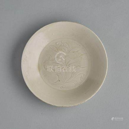 A Finely Incised Dingyao 'Lotus' Dish, 定窯刻蓮花紋盤, diameter 4.6 in — 11.6 cm