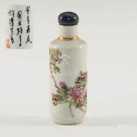 ANTIQUE CHINESE PORCELAIN SNUFF BOTTLE HANDPAINTED