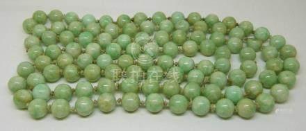 A beaded jadeite necklace length 120cm