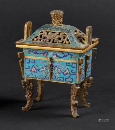 CHINE - XIXe sièclePetit brûle-parfum fangding en bronze doré et émaux cloisonn
