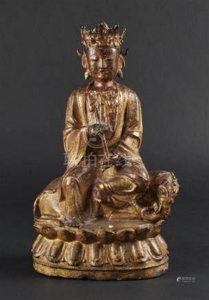 CHINE - Epoque MING  (1368 - 1644)Statuette en bronze laqué or et rouge, Samant