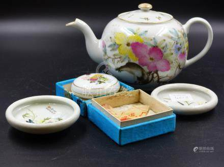 CHINESE PORCELAINS TO INCLUDE A TEA POT, A PAIR OF PICKLE DISHES AND A BROCADE BOXED SEAL INK BOX.