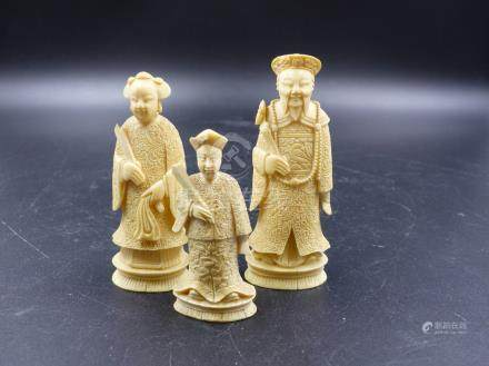 THREE CHINESE IVORY CHESS PIECES REPRESENTING AN EMPEROR. H.10CMS AND EMPRESS AND BISHOP.