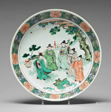 A large famille verte dish depicting five scholars, Qing dynasty, Kangxi (1662-1722).