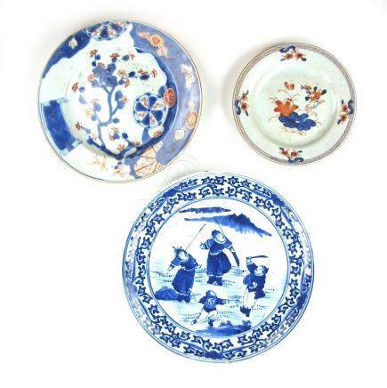 Three Chinese porcelain plates, 18th/19th century.