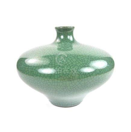 A Chinese Song dynasty guan ware style vase, 20th century.