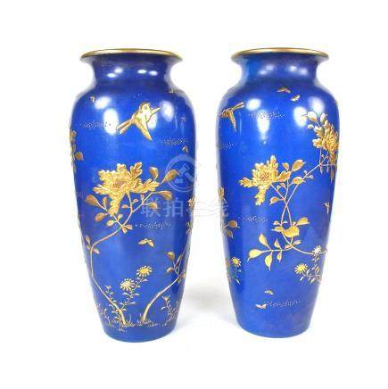 A pair of Japanese vases, Meiji period (1868 - 1912).