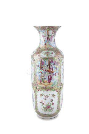 A 19TH CENTURY CHINESE PORCELAIN FAMILLE VERTE BALUSTER VASE, decorated with figures in garden