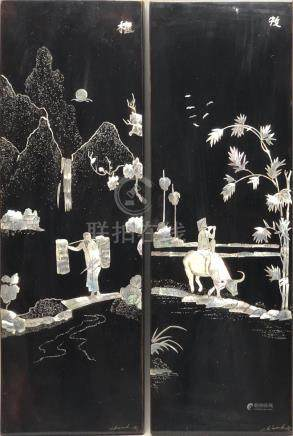 Maison THANH LÊ. Paire de panneaux décoratifs en bois laqué et incrusté de nacr