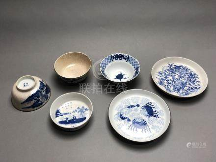 """Lot en porcelaine dite """"bleu de Hue"""" comprenant trois bols et trois coupes. Mar"""