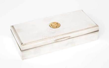 ZigarettendoseJapan, 20. Jh. Silber, Innenverkleidung aus Holz. Mit 2 Punzen: Sterling und 950.