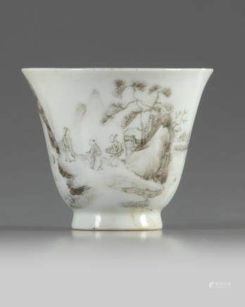 A Chinese en grisaille-decorated cup