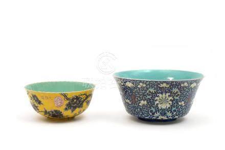 Chine, XIXe siècle. Bol en porcelaine à décor en grisaille sur fond jaune d'ois