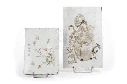 Chine, XIXe siècle.  Belle plaque en porcelaine à décor légèrement incisé de gu