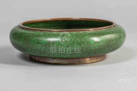 Coupe en cloisonné à décor de dragons sur fond monochrome vert . Chine. Contemp