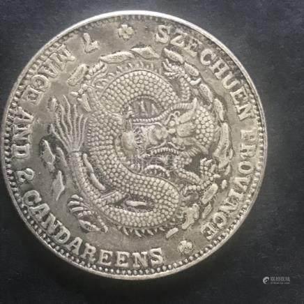 Piece de monnaie moulée d'un dragon sur une face marqué de la province du Sichu