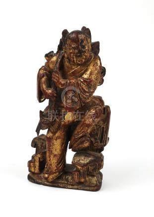 Statuette représentant un enfant Hô hô. Bois sculpté doré. XIX ès. Chine.