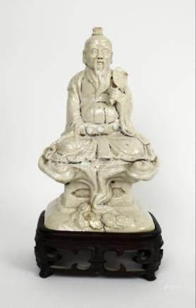Statuette en raku d'un sage sous les nuées. Circa XVII-XIXe. Chine.