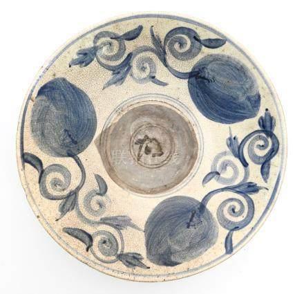 Grande coupe craquelée blanc bleu d'époque Ming circa XVIIe. Marque en rouge au