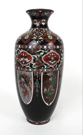 Vase balustre en métal cloisonné polychrome. Décor de phénix et dragon..Circa 1