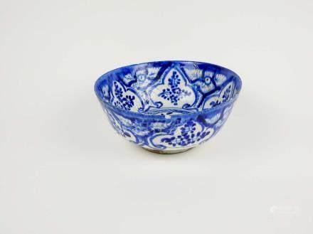 Vase en céramique à glaçure bleu et blanc Chine, XIX° siècle Cassé, collé