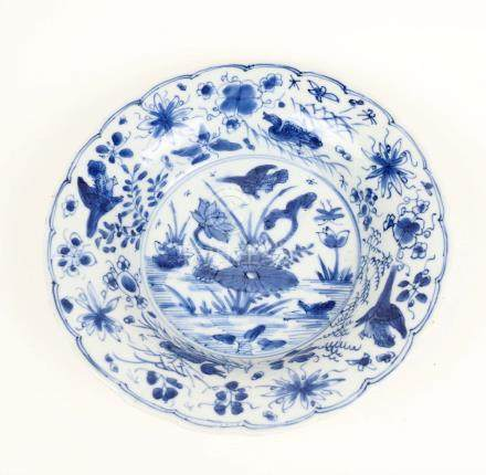 Coupe en porcelaine bleu et blanc à décor d'oiseaux dans des fleurs  XIX° siècl