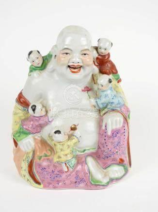 Sujet représentant un bouddha de l'abondance en porcelaine polychrome Chine  XX
