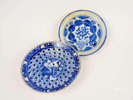 Deux coupes en porcelaine bleu blanc Chine  Cheveux