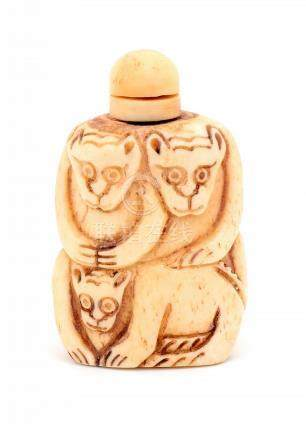 A SNUFF BOTTLE