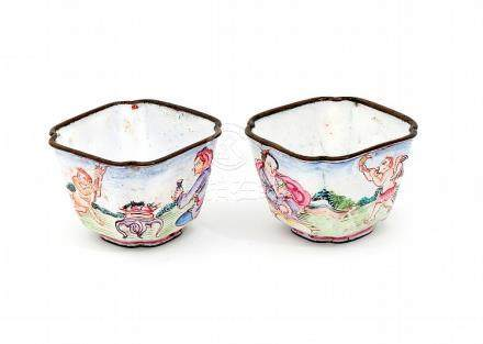 A PAIR OF SMALL CHINESE ENAMEL BOWLS